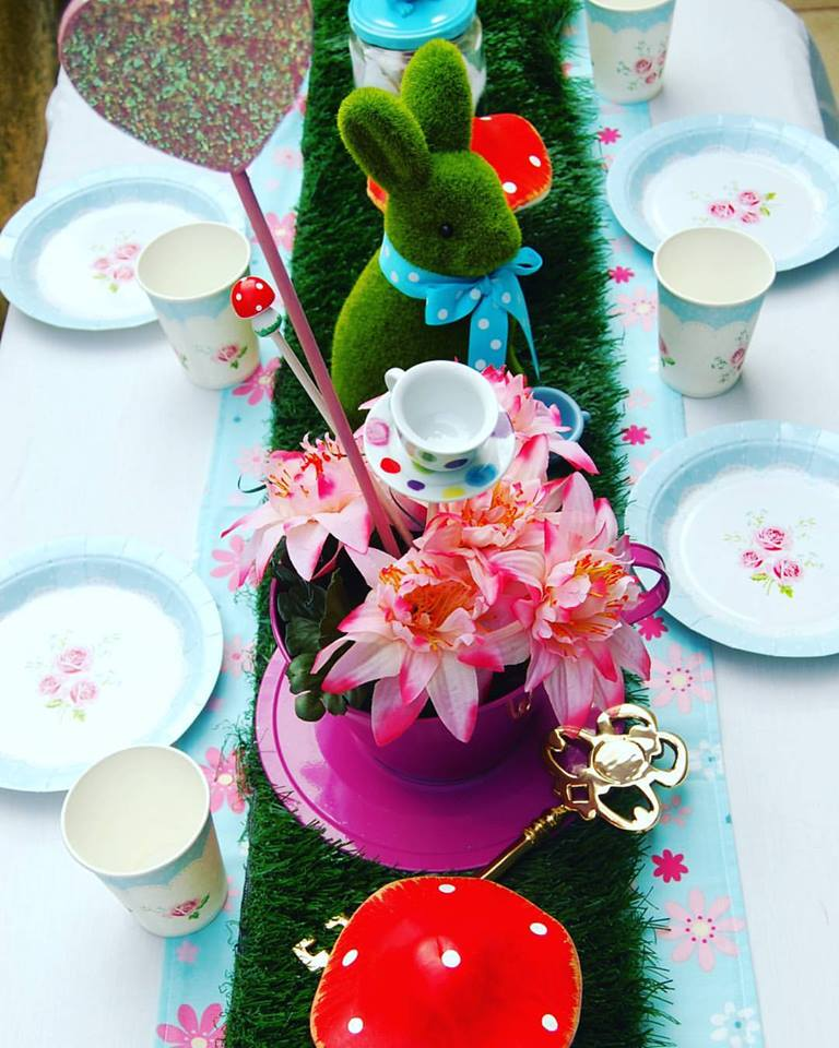 Alice in Wonderland Table Setting  sc 1 st  Wish Upon a Party & Alice in Wonderland Table Setting - Wish Upon a Party