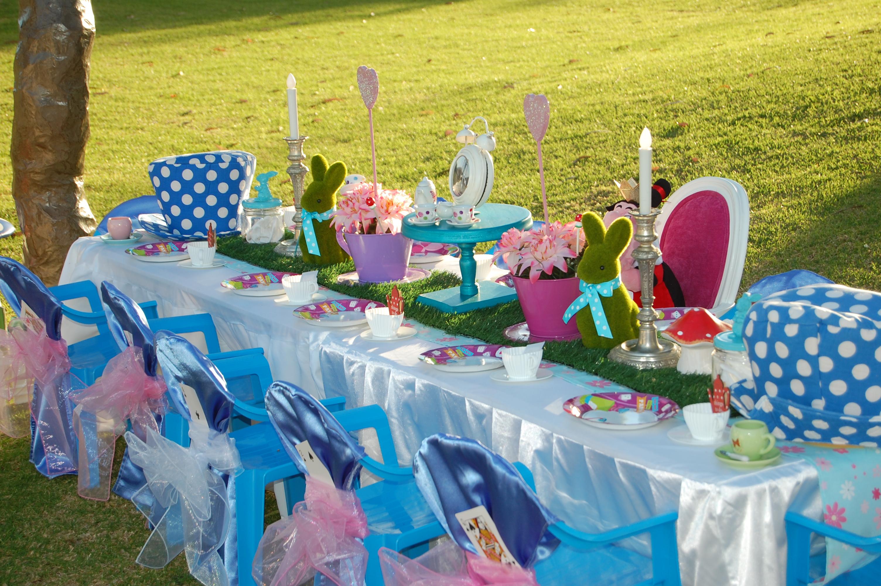 Alice in Wonderland Table Setting & Alice in Wonderland Table Setting - Wish Upon a Party