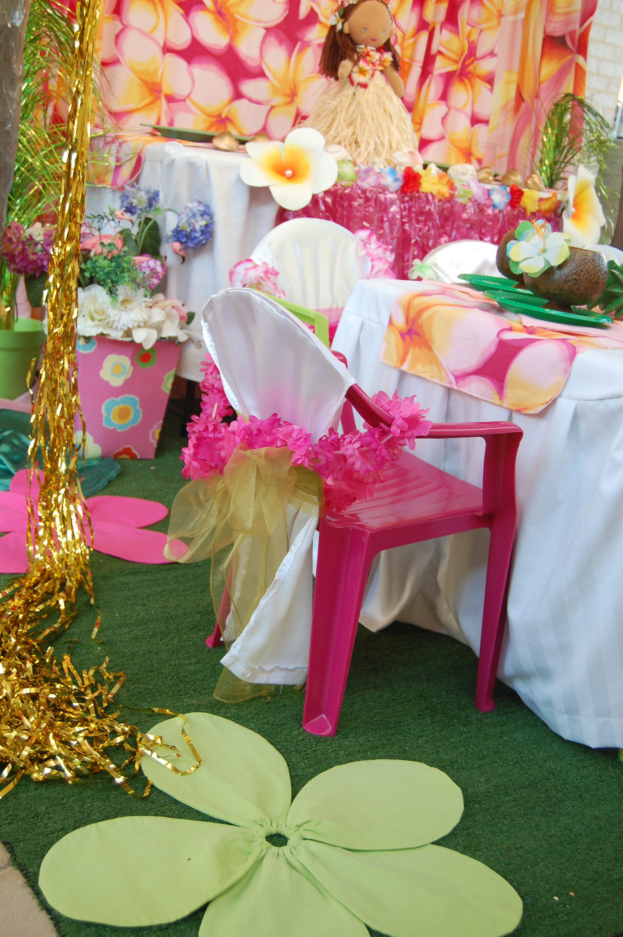 Hawaiian Table Setting - Wish Upon a Party